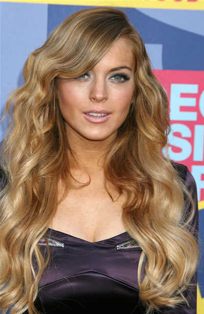 Lindsay Lohan long and wavy hair