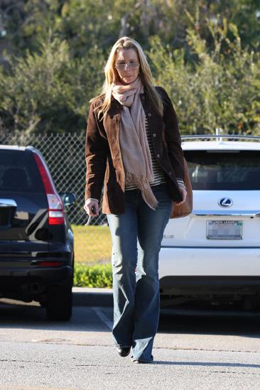 Lisa Kudrow arrives at a hair salon in LA