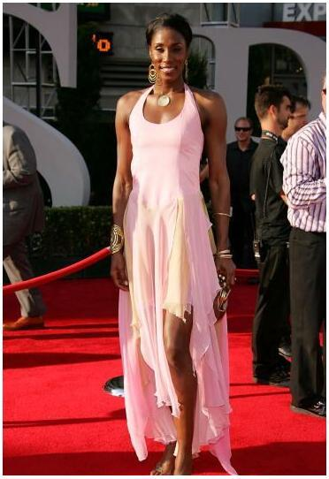 Lisa Leslie in a Pink Dress on the Red Carpet