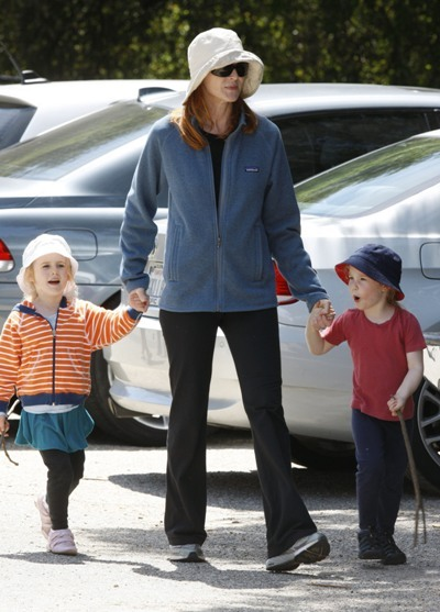 Three's a crowd with Marcia Cross and twin daughters