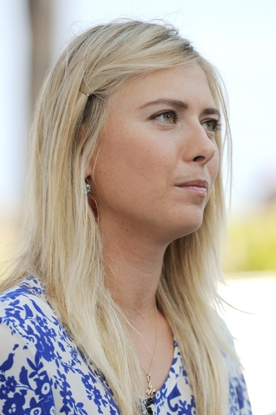Maria Sharapova's long, blonde hairstyle