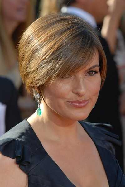 Mariska Hargitay's Short Layered Hairstyle. Mariska Hargitay wears a short,
