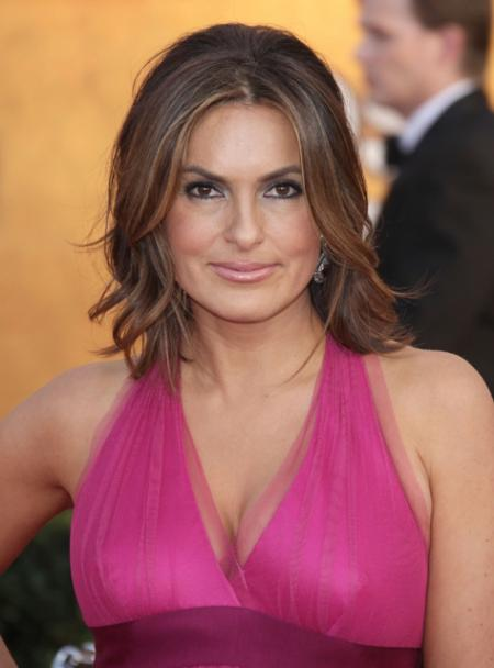Mariska Hargitay's shoulder length hairstyle