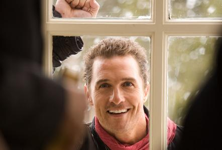 Connor (Matthew McConaughey) on the set of Ghosts of Girlfriends Past.
