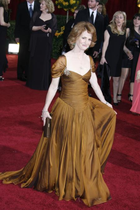Melissa Leo in Badgley Mischka