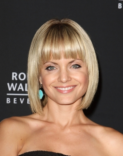 blunt bangs for oval faces hairstyles that flatter your face blunt bangs on oval face 2013 400x505