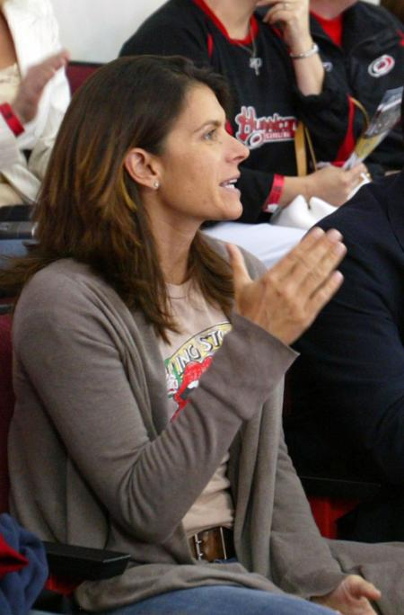 Mia Hamm Watches Hockey