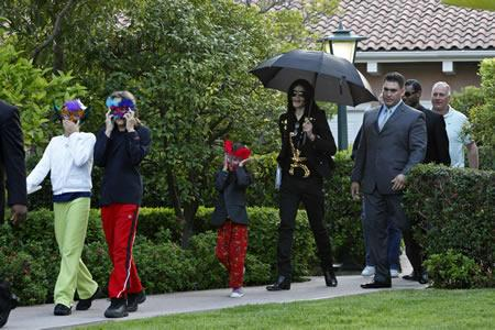 Michael Jackson with his kids