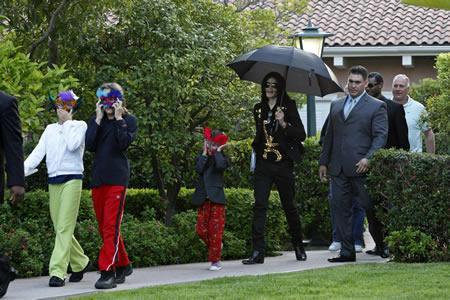 Michael Jackson with his kids