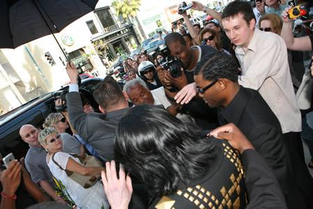 Michael Jackson and paparazzi