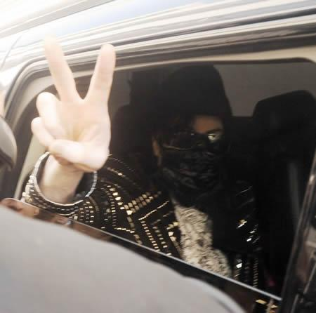 Michael Jackson waving from car