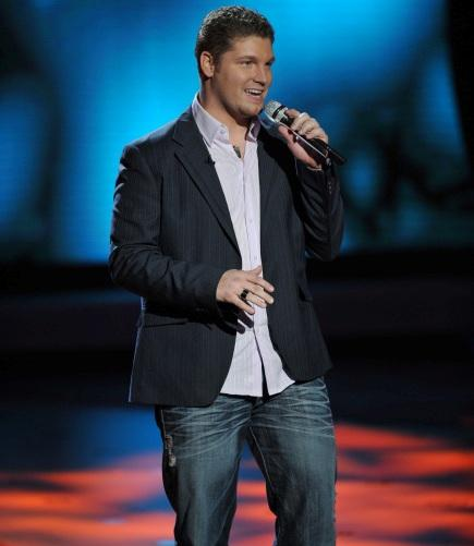 Michael Sarver performing on American Idol
