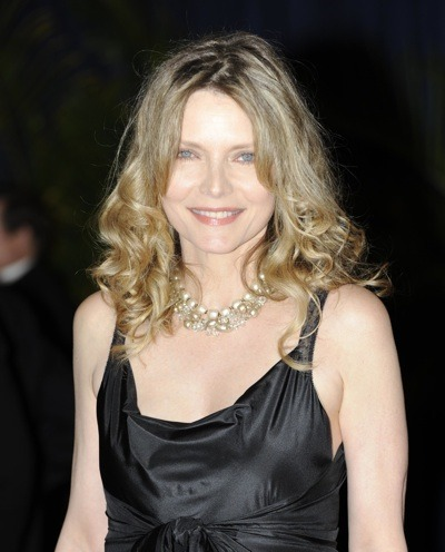 Michelle Pfeiffer in choker