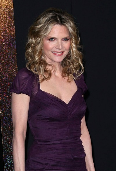 Michelle Pfeiffer's classic curls for oblong faces