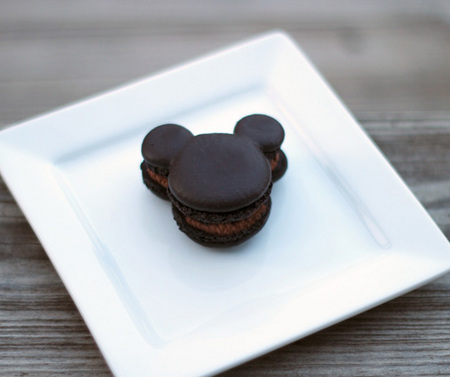 Mickey Mouse macarons 