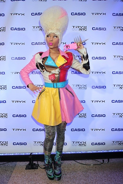 Nicki Minaj in leather skirt