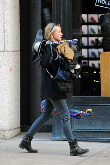 Naomi Watts returns to NYC after the holidays