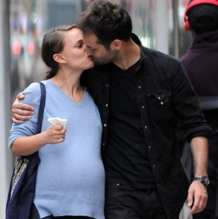 Pregnant Natalie Portman with fiance