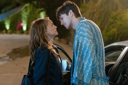 """Natalie Portman and Ashton Kutcher on the set of """"No Strings Attached"""""""