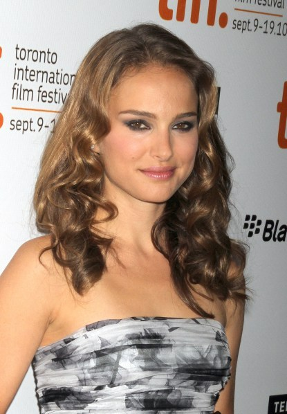 Natalie Portman's brunette, curly hairstyle at the Toronto Film Festival