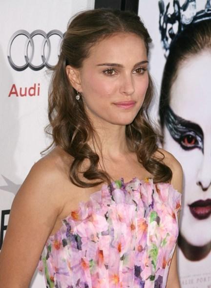 Natalie Portman's wavy, brunette hairstyle