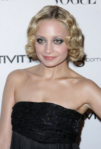 Nicole Richie's blonde, retro hairstyle