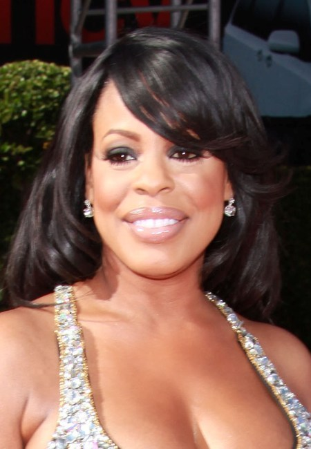Niecy Nash's glamorous, long hairstyle