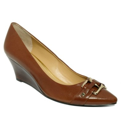 Pointed toe wedge