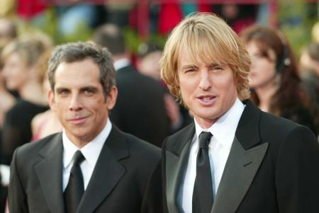 Owen Wilson stands with a smirking Ben Stiller at the Academy Awards