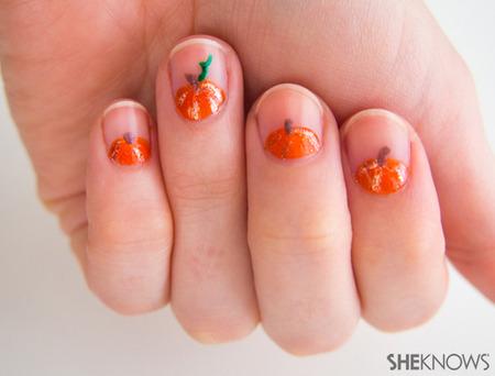 Peeking pumpkin nail art