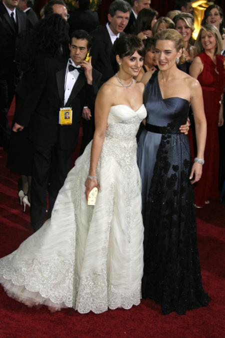 Penelope Cruz and Kate Winslet at the 2009 Oscars