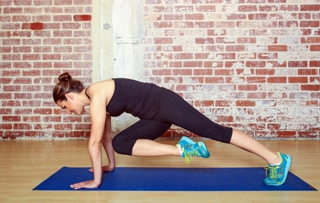 Plank Knee Twists