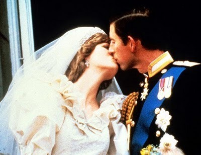 Princess Diana & Prince Charles - Wedding Kiss