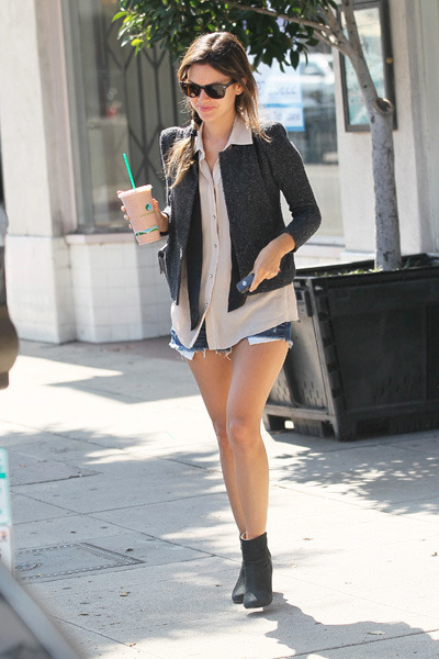 Rachel Bilson grabs some coffee