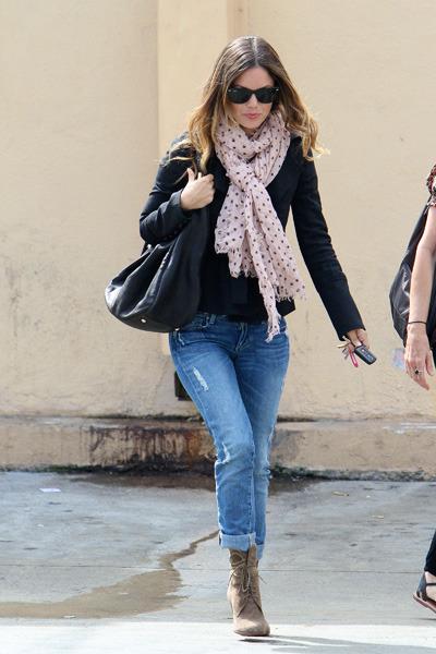 Rachel Bilson leaves Carousel Restaurant