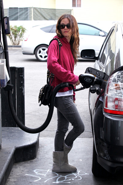 Rachel Bilson pumps her gas