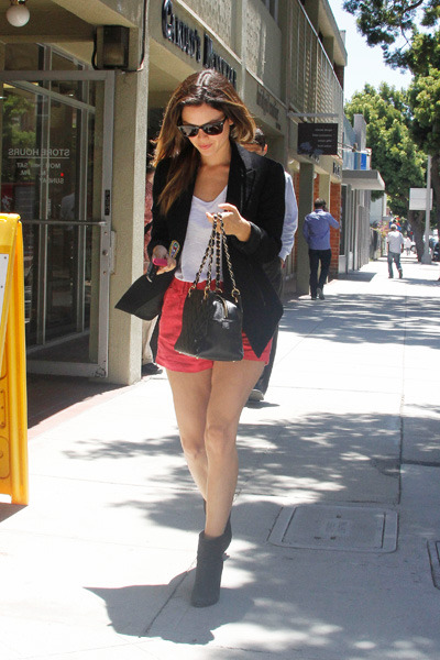 Rachel Bilson runs errands
