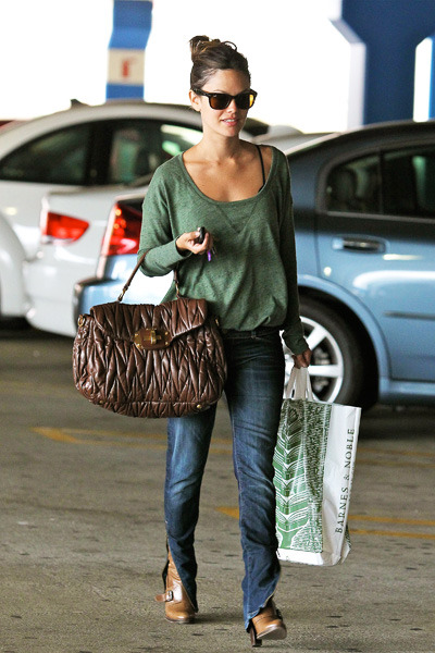 Rachel Bilson does some shopping