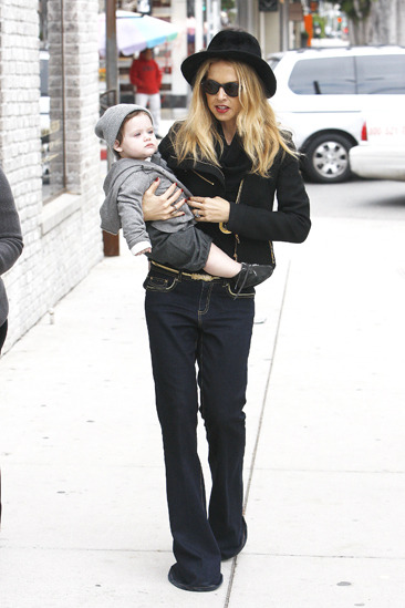 Rachel Zoe holding baby Skylar while she Christmas shops