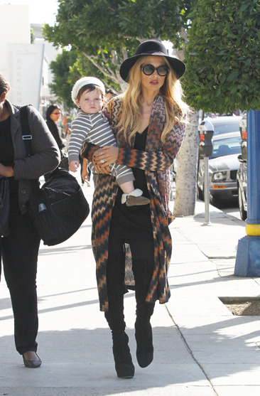 Rachel Zoe and baby Skyler go shopping in Beverly Hills