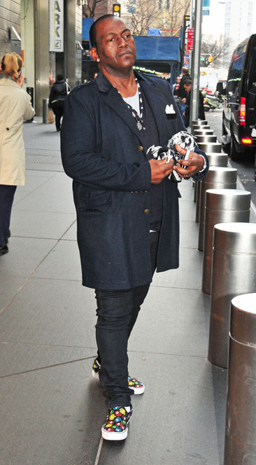 Randy Jackson leaves his NYC hotel