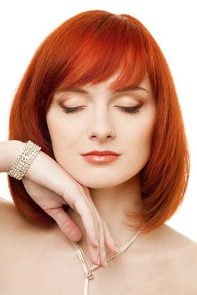 Shoulder Lenght Bob with Layers and Bangs - Redhead hairstyles