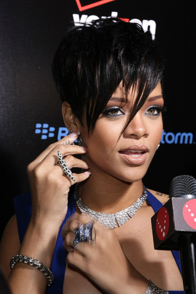 Rihanna&#039;s edgy short hairstyle