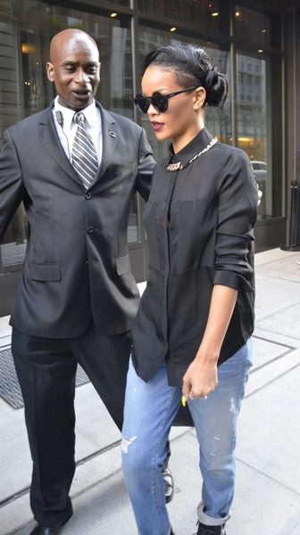 Rihanna leaves hotel