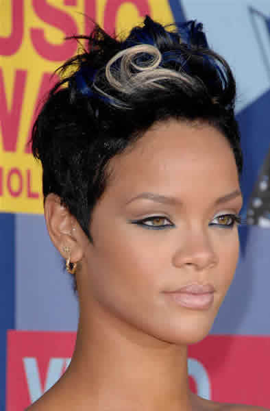 Rihanna's pixie gets dusted with blue