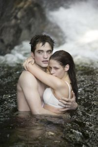 Breaking Dawn: Edward and Bella in the water