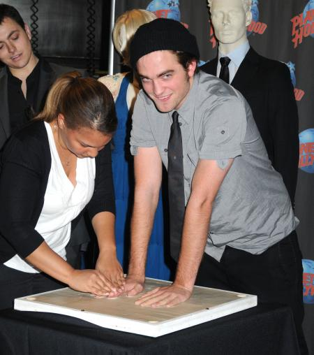 Pattinson-handprint