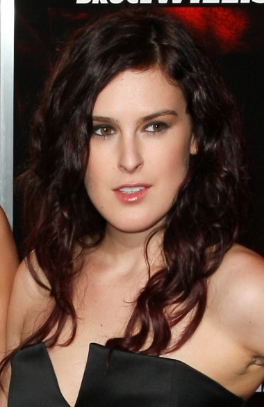 Rumer Willis' long, wavy hairstyle