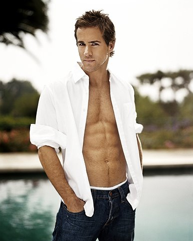 Ryan Reynolds shirtless