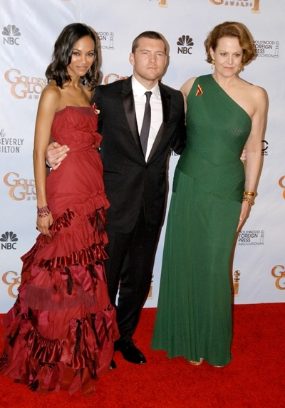 Sam Worthington with Zoe Saldana and Sigourney Weaver at the Golden Globes